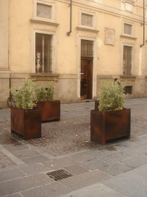 euroform w - urban furniture - planters metal - pollard