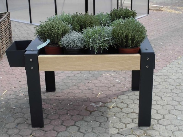 euroform w - urban furniture - ortofioriera - therapeutical growing table - urban gardening