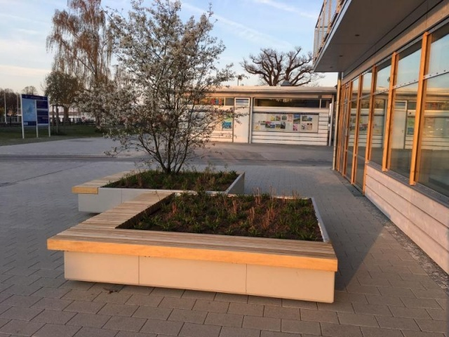 euroform w - urban furniture - park bench wood - big planter