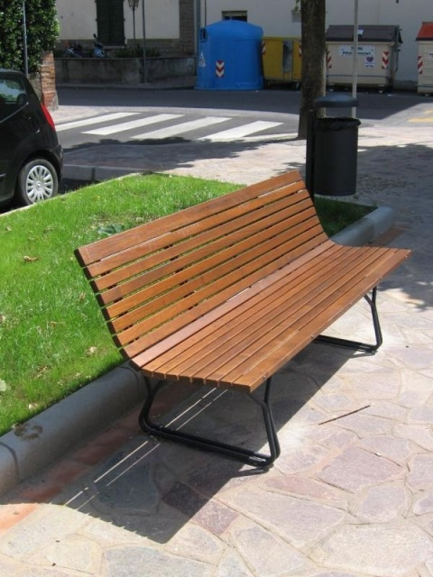 euroform w - urban furniture - park bench wood - seating - Stilo - bench for elderly