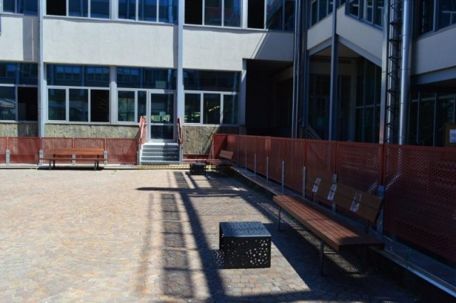 euroform w - urban furniture - park bench metal - seating - Linea