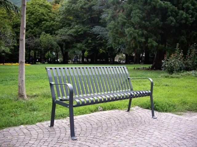 euroform w - urban furniture - park bench metal - seating - Tulip
