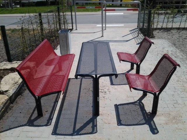 euroform w - urban furniture - park bench metal - seating - pic nic set - tables - Contour