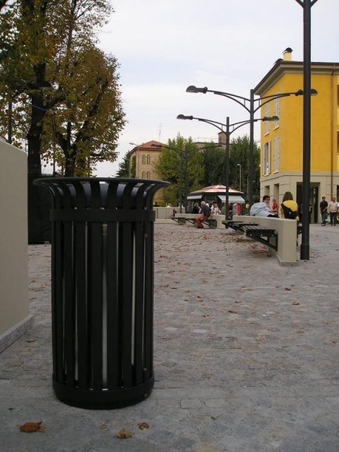 euroform w - urban furniture - litter bin - ashtray - Tulip