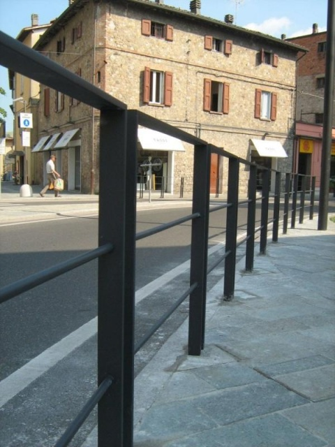 euroform w - urban furniture - bike racks - bollards - barriers - Lineabarriera