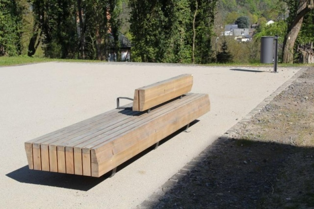 euroform w - urban furniture - seating - customized wooden bench