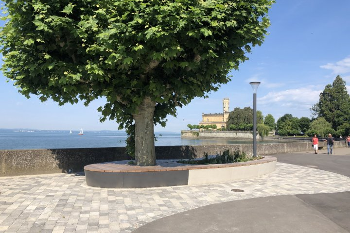 New custom-made seating island at Lake Constance